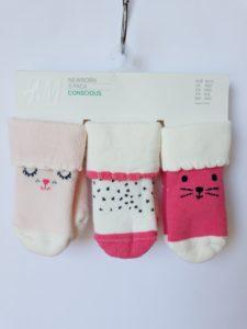 Шкарпетки на дівчинку 10/12 H&M, це якістно та зручно. Представленну модель можно використовувати як вдома та і на вулиці, у прохолодну та холодну погоди.